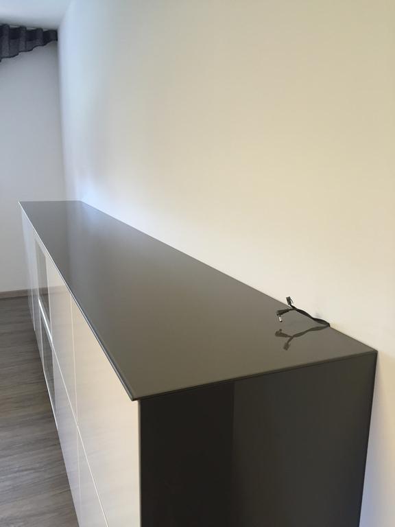 glas nach ma lackiertes glas. Black Bedroom Furniture Sets. Home Design Ideas
